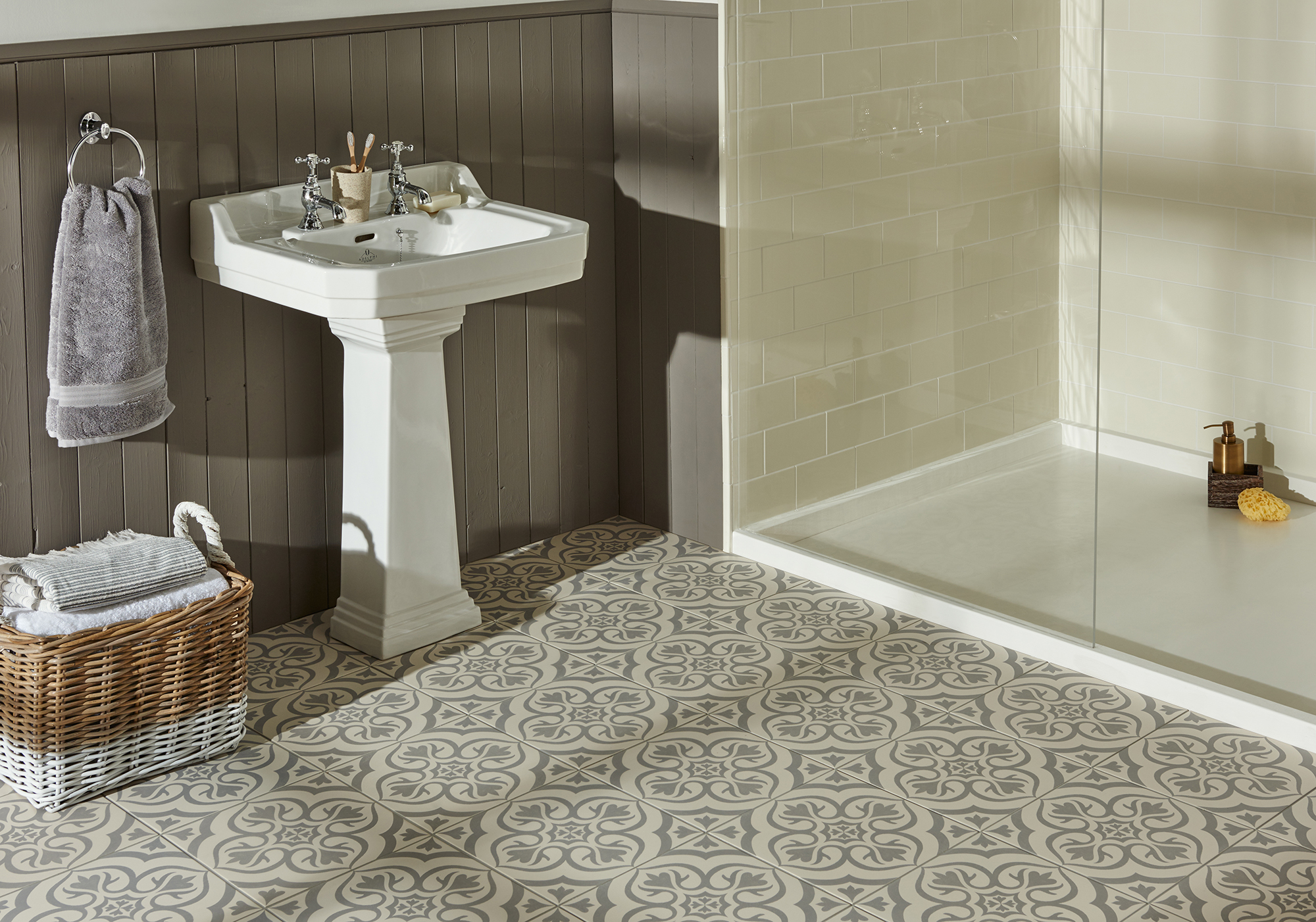 Kent tile centre showrooms tile shop in canterbury glass ceramic glass tiles dailygadgetfo Images